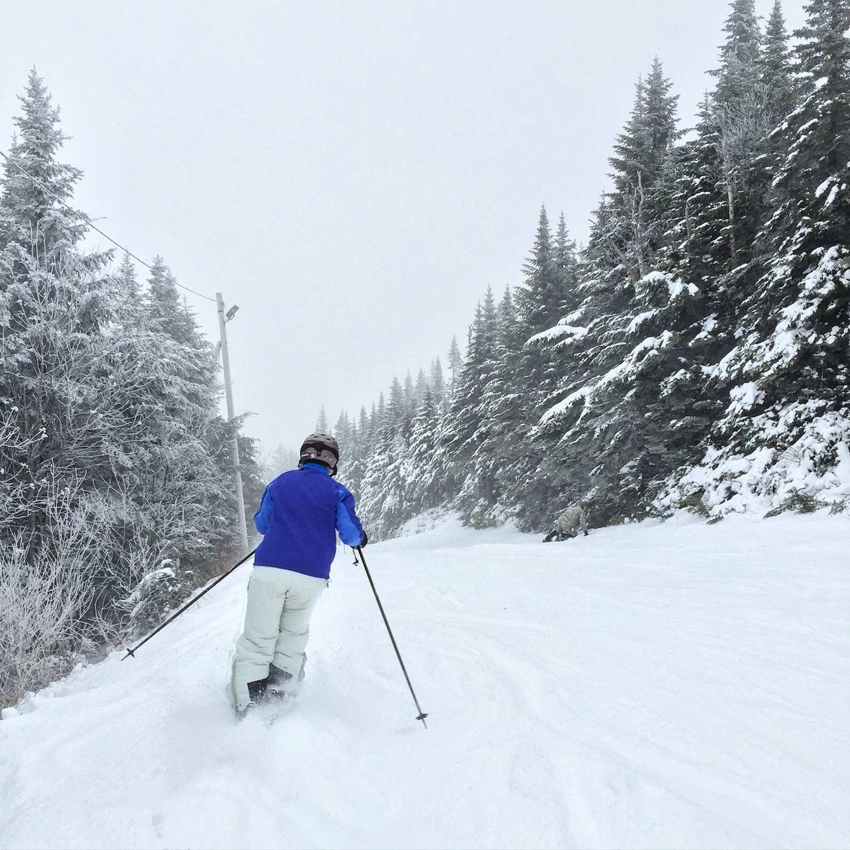 Personne qui skie à Bolton Valley, au Vermont