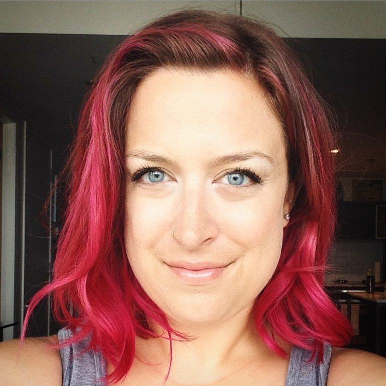 Moi avec les cheveux roses