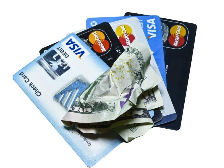 cartes bancaires en voyage - voyager petit budget