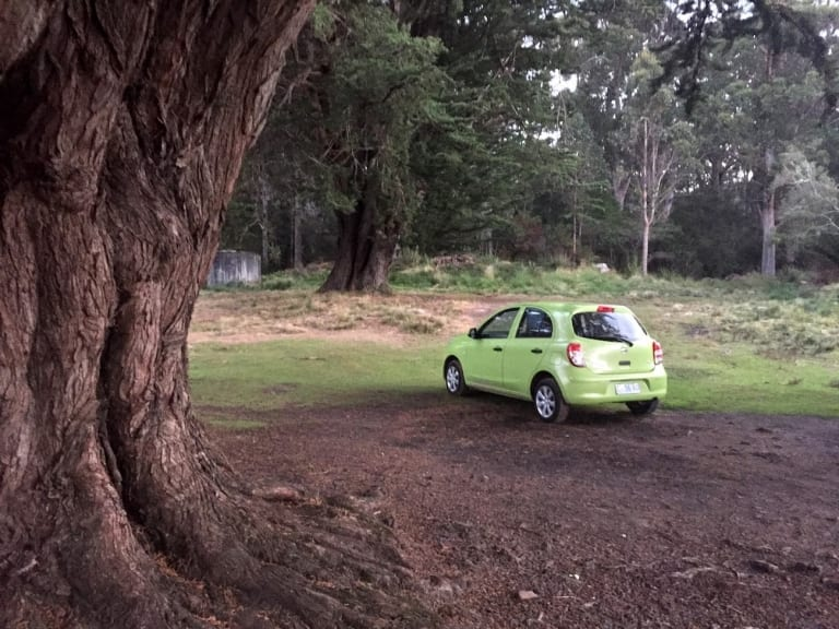 Nissa Micra dans un camping gratuit en Tasmanie