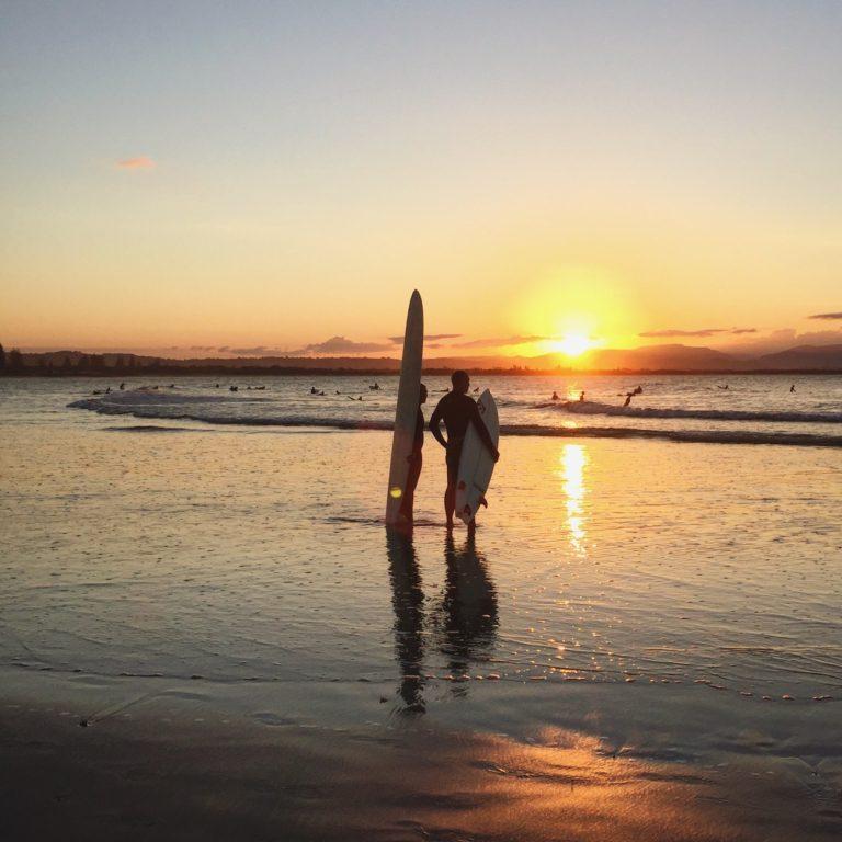 Surfers à Byron Bay, Australie