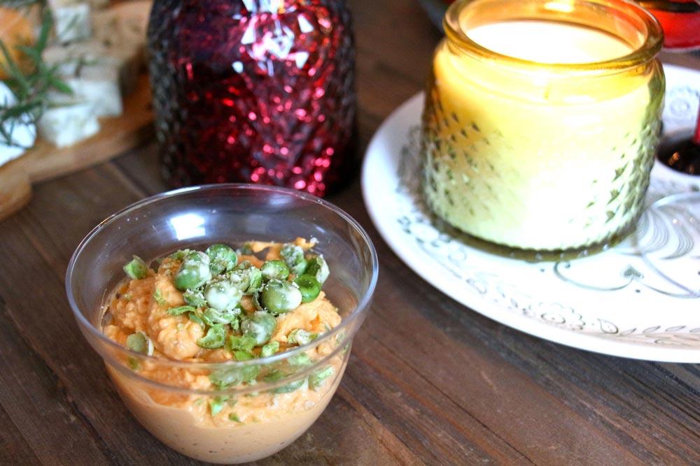Nourriture aux couleurs festive : hummus