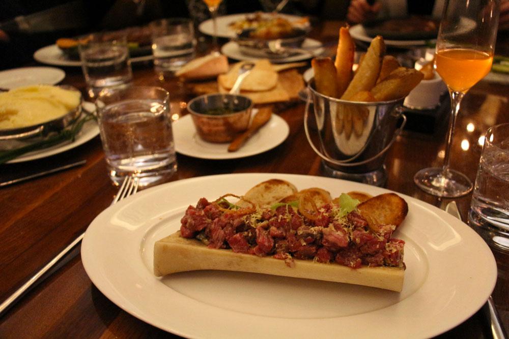 Tartare de boeuf au restaurant BlueBloods à Toronto