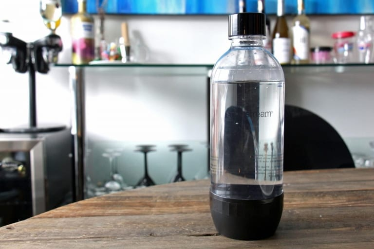 Bouteille SodaStream avec eau
