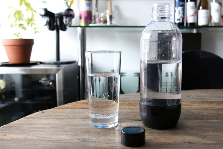 Verre d'eau pétillante SodaStream