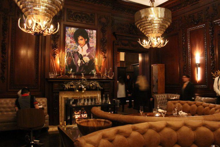 Intérieur du BlueBlood Steakhouse au Casa Loma