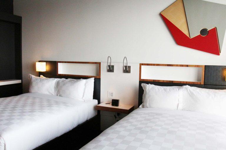 Chambre à 2 lits Hôtel Alt Montréal hébergement abordable montréal