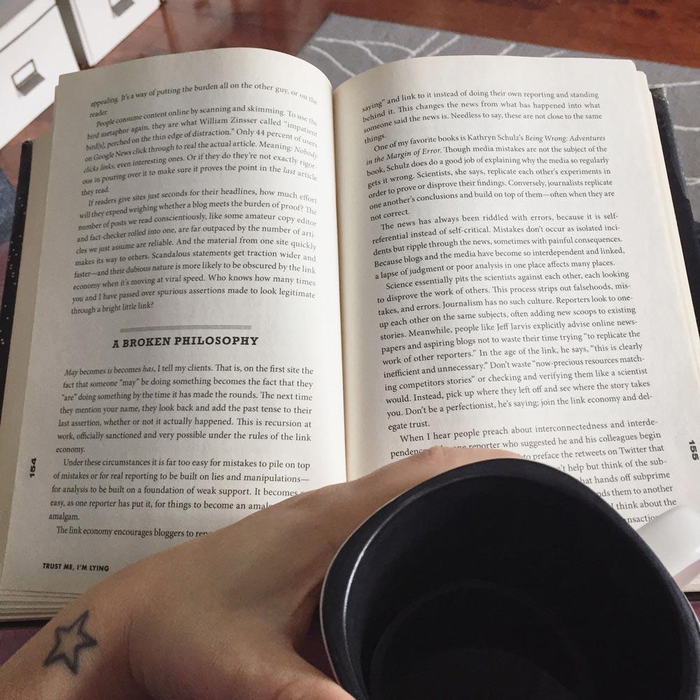Livre et café abonnement bibliothèque