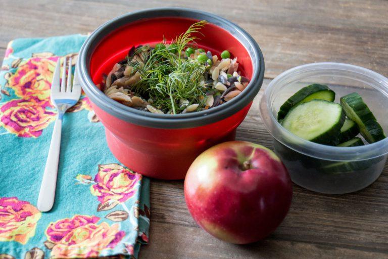 Lunch salade de pâtes et légumes