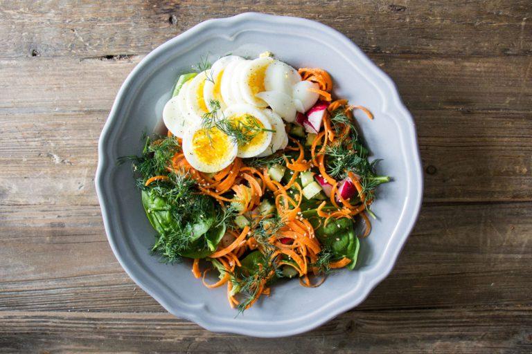 salade mixte avec oeufs