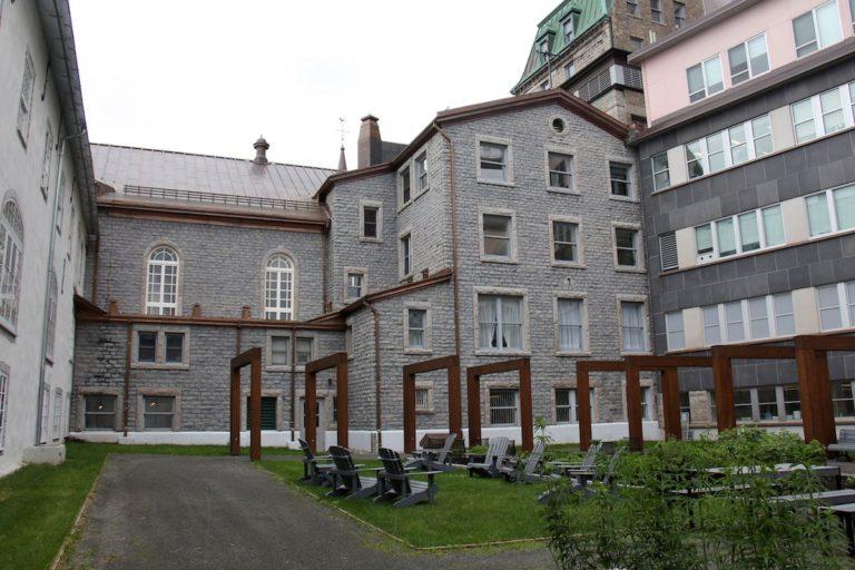 Cour Carrée, Monastère des Augustines