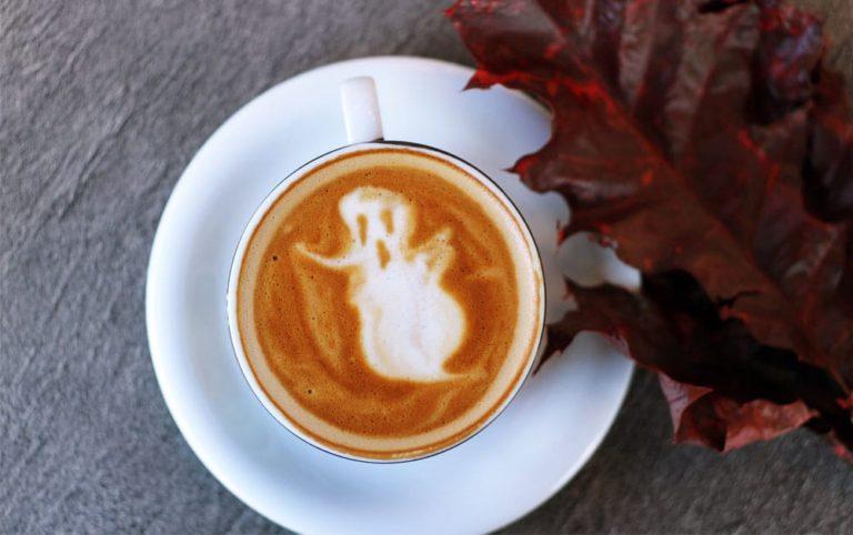 Café avec un fantôme