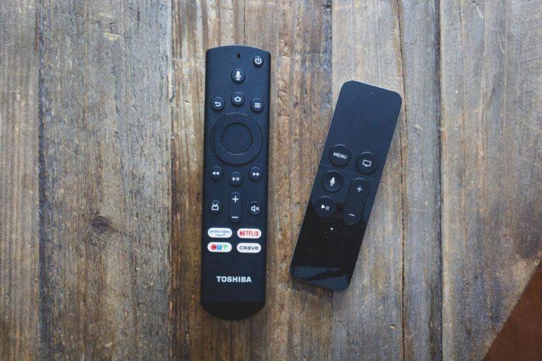 Télécommandes Fire TV et Apple TV
