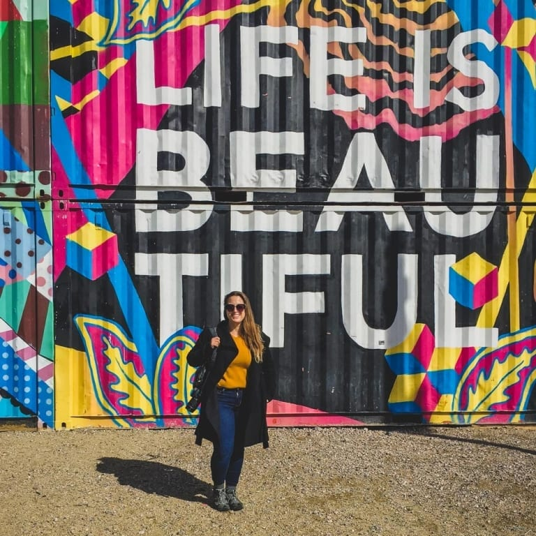 Moi devant de l'art de rue à Downtown Las Vegas