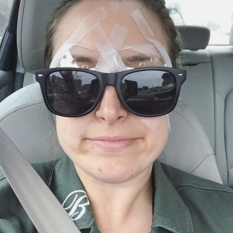 Moi après la chirurgie des yeux au laser