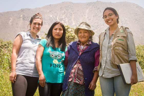 Caroline Wegner Tolio et deux entrepreneures agricoles au Pérou
